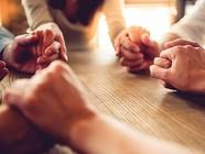 group-pray-people_SI (4)